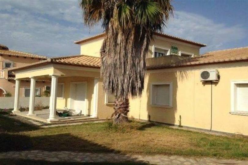 Dénia,Alicante,España,4 Bedrooms Bedrooms,3 BathroomsBathrooms,Chalets,17401