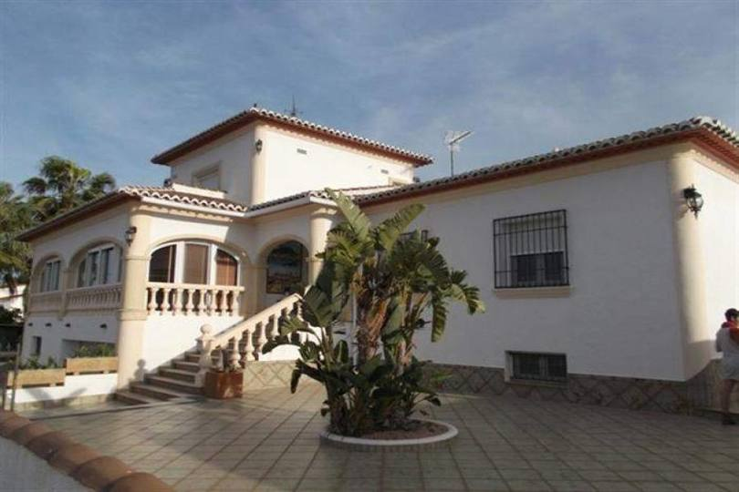 Dénia,Alicante,España,4 Bedrooms Bedrooms,4 BathroomsBathrooms,Chalets,17463