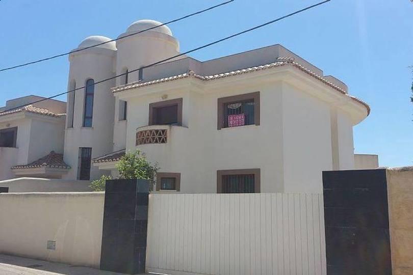 Alfaz del Pi,Alicante,España,4 Bedrooms Bedrooms,3 BathroomsBathrooms,Chalets,17547