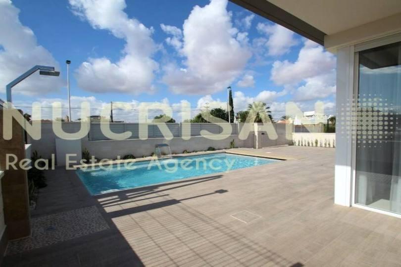 Torrevieja,Alicante,España,3 Bedrooms Bedrooms,4 BathroomsBathrooms,Chalets,17605