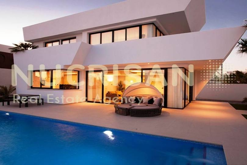 Rojales,Alicante,España,4 Bedrooms Bedrooms,4 BathroomsBathrooms,Chalets,17652