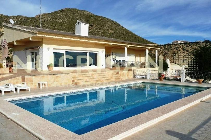 el Campello,Alicante,España,4 Bedrooms Bedrooms,3 BathroomsBathrooms,Chalets,17686