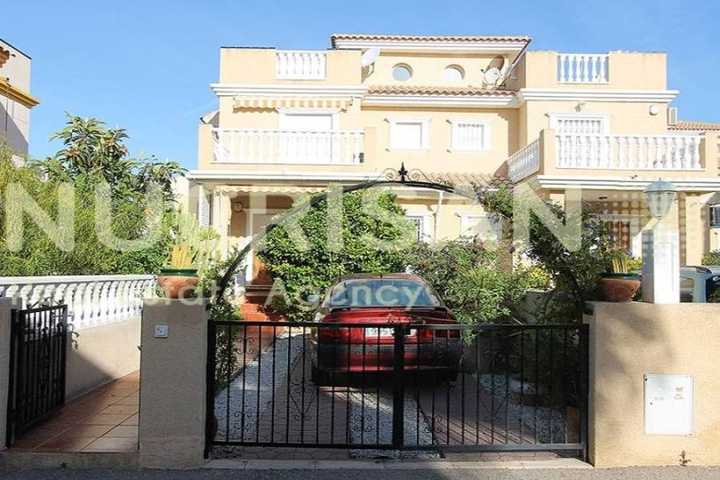 Orihuela,Alicante,España,3 Bedrooms Bedrooms,2 BathroomsBathrooms,Chalets,17705