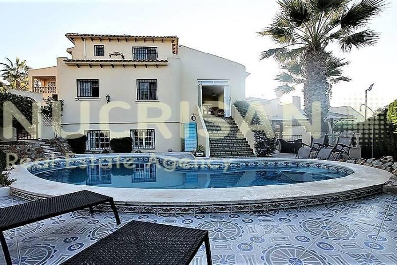 Orihuela,Alicante,España,4 Bedrooms Bedrooms,4 BathroomsBathrooms,Chalets,17746