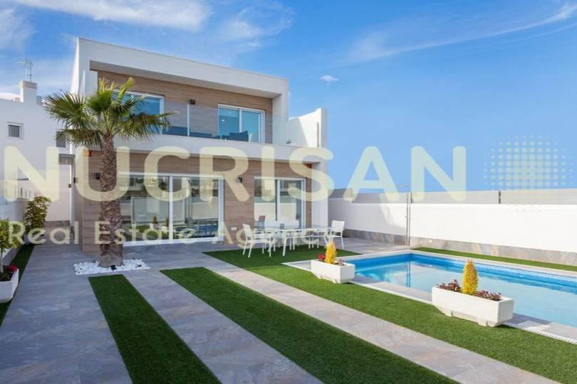 Pilar de la Horadada,Alicante,España,3 Bedrooms Bedrooms,2 BathroomsBathrooms,Chalets,17758
