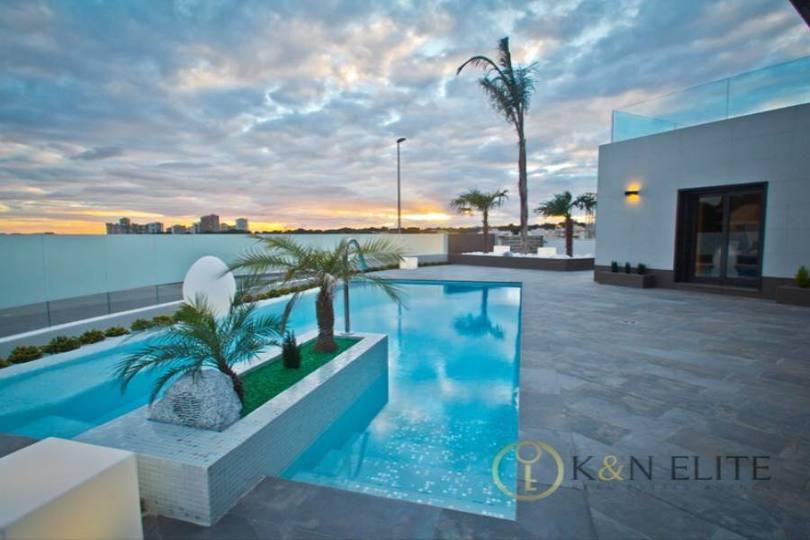 Orihuela,Alicante,España,3 Bedrooms Bedrooms,4 BathroomsBathrooms,Chalets,17774