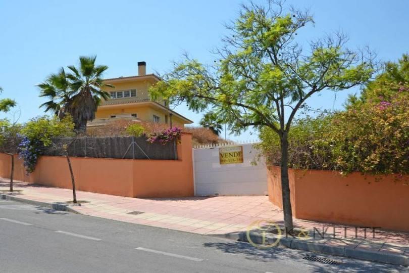 Alicante,Alicante,España,4 Bedrooms Bedrooms,3 BathroomsBathrooms,Chalets,17791