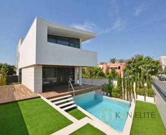 Alicante,Alicante,España,4 Bedrooms Bedrooms,3 BathroomsBathrooms,Chalets,17794