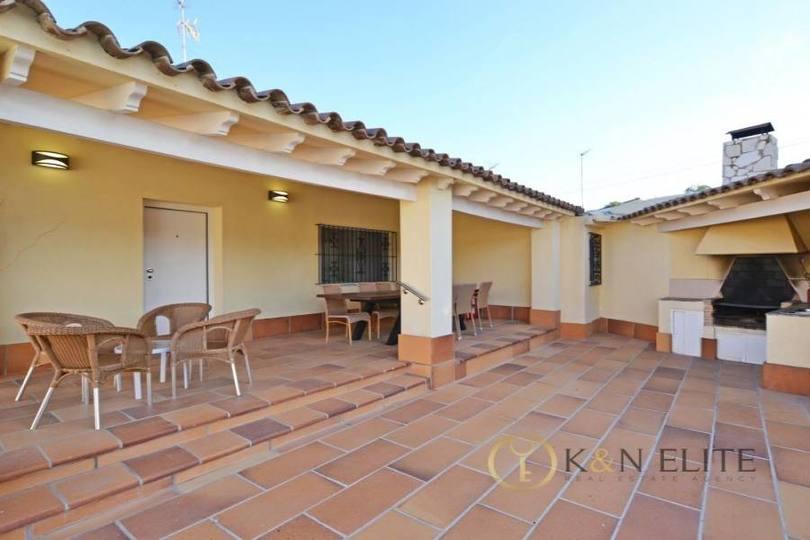 Alicante,Alicante,España,4 Bedrooms Bedrooms,3 BathroomsBathrooms,Chalets,17806