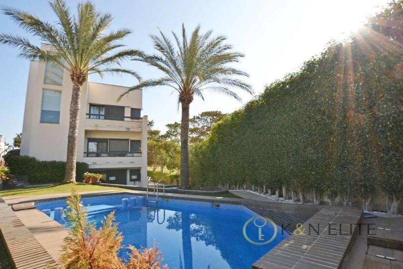 Alicante,Alicante,España,7 Bedrooms Bedrooms,6 BathroomsBathrooms,Chalets,17811