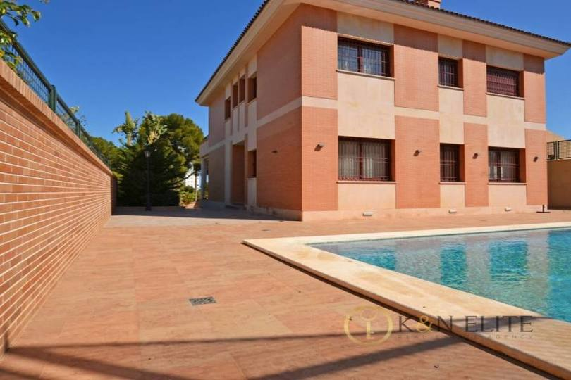 Alicante,Alicante,España,5 Bedrooms Bedrooms,7 BathroomsBathrooms,Chalets,17816