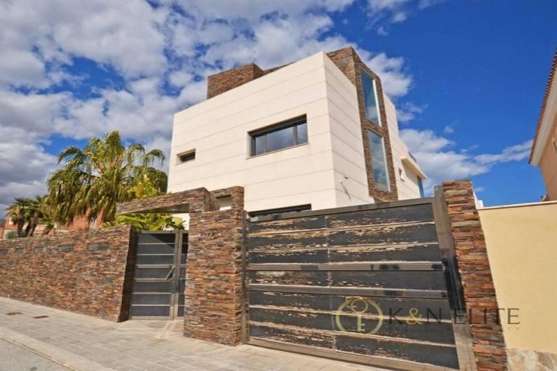 Alicante,Alicante,España,5 Bedrooms Bedrooms,5 BathroomsBathrooms,Chalets,17817