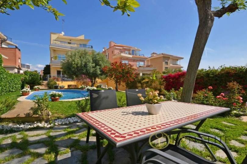 Alicante,Alicante,España,6 Bedrooms Bedrooms,5 BathroomsBathrooms,Chalets,17819