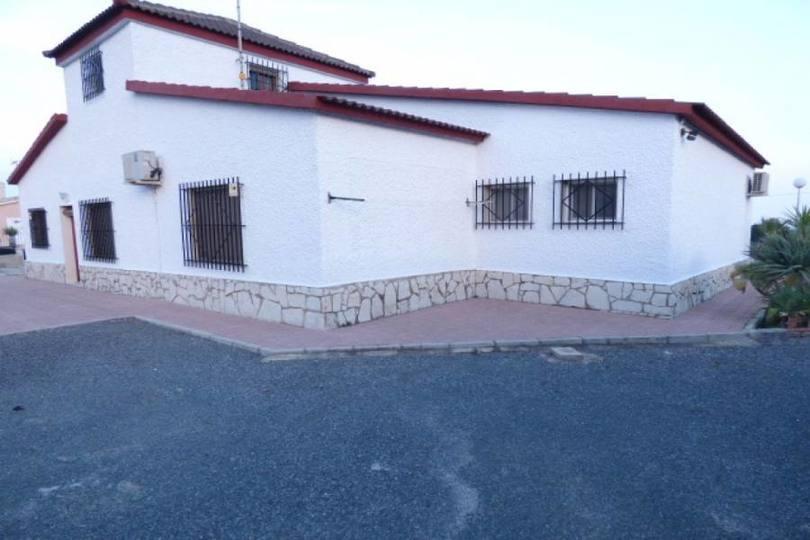Elche,Alicante,España,5 Bedrooms Bedrooms,3 BathroomsBathrooms,Chalets,17904