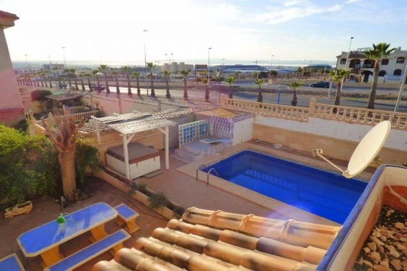 Torrevieja,Alicante,España,4 Bedrooms Bedrooms,3 BathroomsBathrooms,Chalets,17908