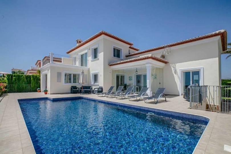 Moraira,Alicante,España,3 Bedrooms Bedrooms,2 BathroomsBathrooms,Chalets,18061