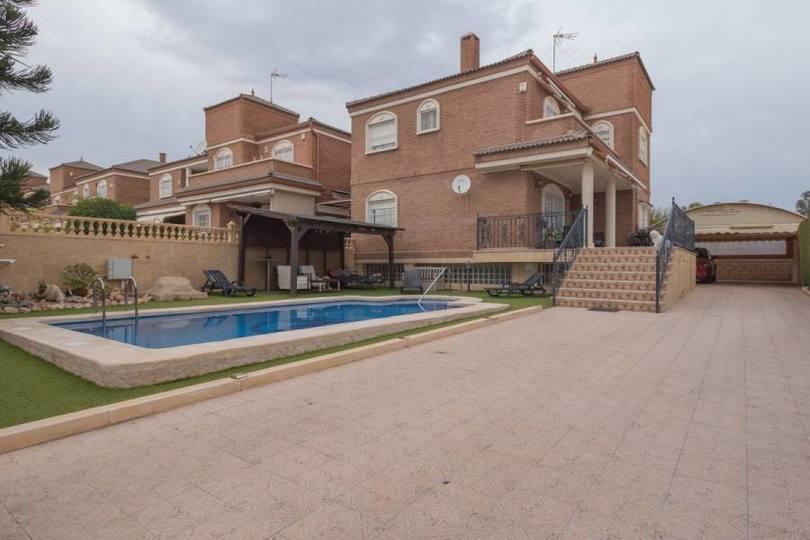 Elche,Alicante,España,5 Bedrooms Bedrooms,2 BathroomsBathrooms,Chalets,18906