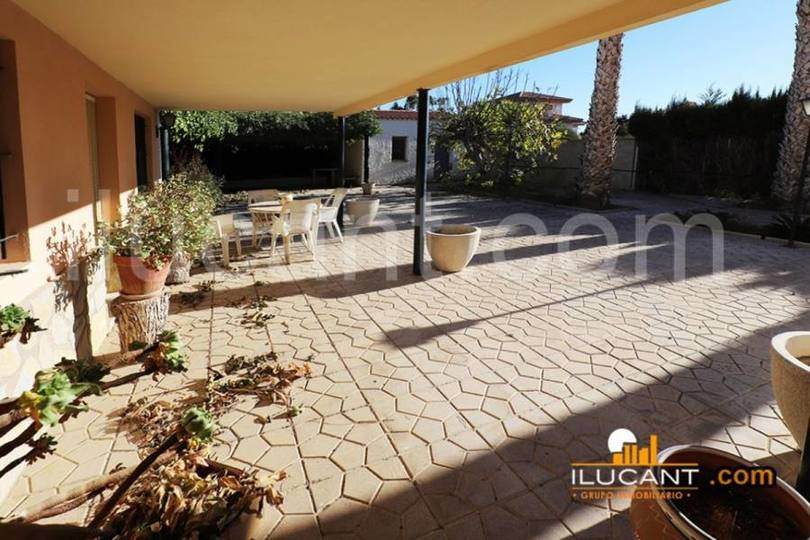 Mutxamel,Alicante,España,5 Bedrooms Bedrooms,3 BathroomsBathrooms,Chalets,18947