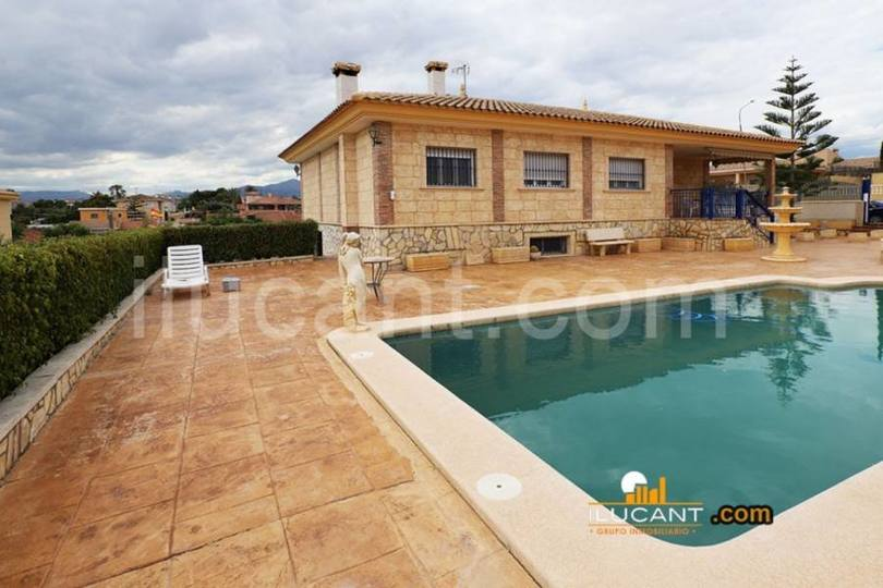 San Vicente del Raspeig,Alicante,España,4 Bedrooms Bedrooms,3 BathroomsBathrooms,Chalets,18957