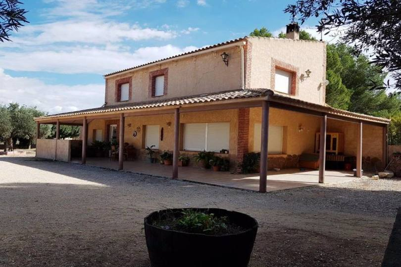 Villena,Alicante,España,4 Bedrooms Bedrooms,2 BathroomsBathrooms,Chalets,19009