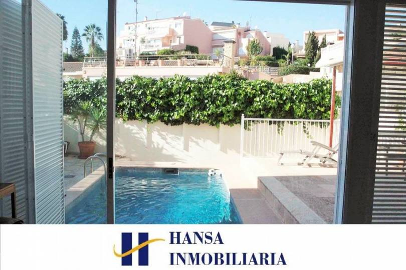 Alicante,Alicante,España,5 Bedrooms Bedrooms,3 BathroomsBathrooms,Chalets,19037