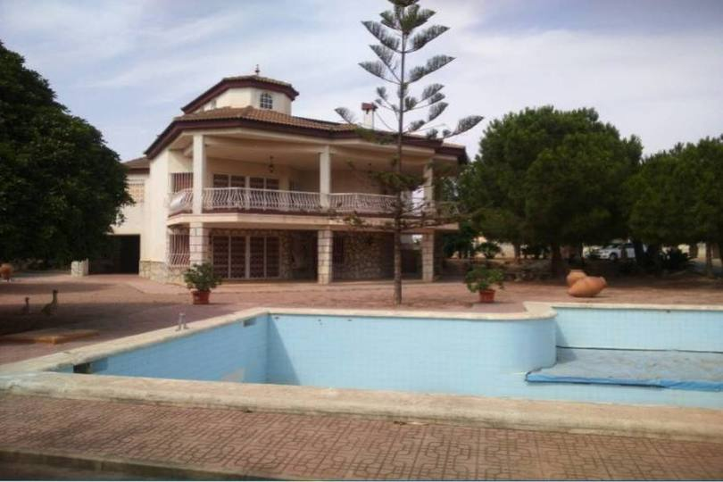 Elche,Alicante,España,5 Bedrooms Bedrooms,3 BathroomsBathrooms,Chalets,19067