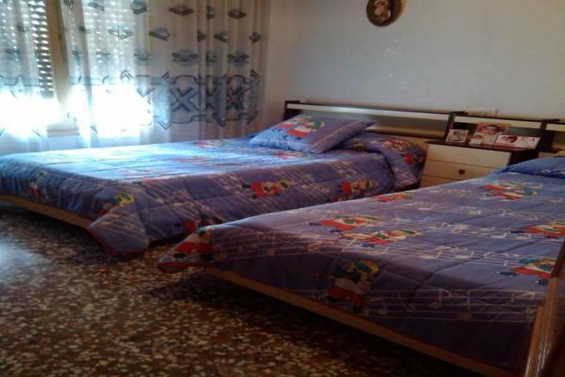 Elche,Alicante,España,4 Bedrooms Bedrooms,1 BañoBathrooms,Chalets,19074