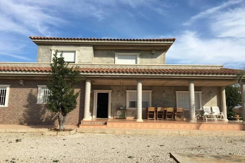 Elche,Alicante,España,4 Bedrooms Bedrooms,3 BathroomsBathrooms,Chalets,19091