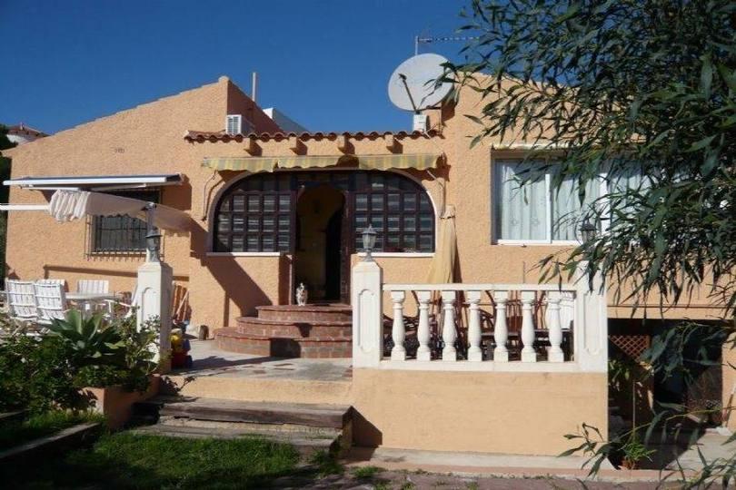 Alicante,Alicante,España,3 Bedrooms Bedrooms,2 BathroomsBathrooms,Chalets,19099