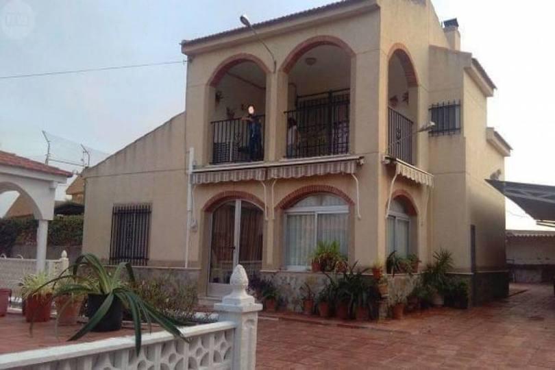 San Vicente del Raspeig,Alicante,España,4 Bedrooms Bedrooms,2 BathroomsBathrooms,Chalets,19139
