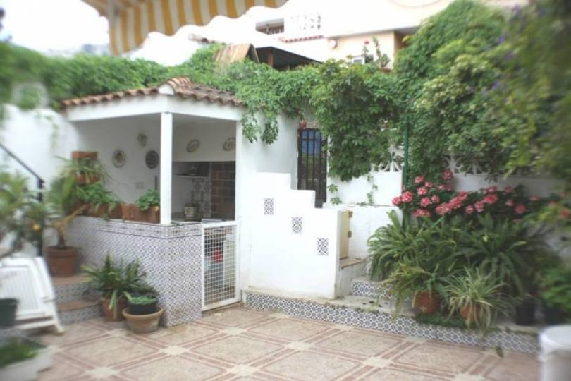 Alicante,Alicante,España,4 Bedrooms Bedrooms,2 BathroomsBathrooms,Chalets,19148