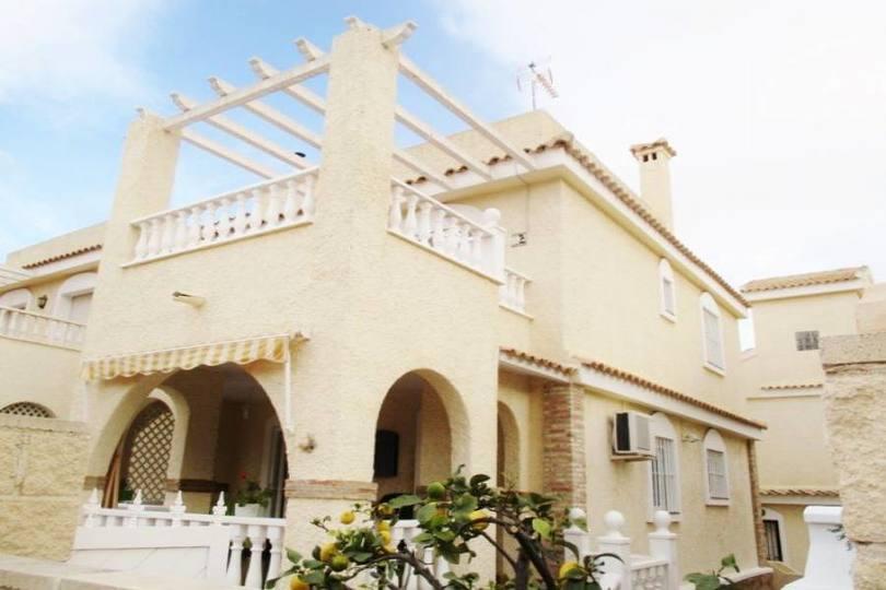 Monforte del Cid,Alicante,España,3 Bedrooms Bedrooms,2 BathroomsBathrooms,Chalets,19153