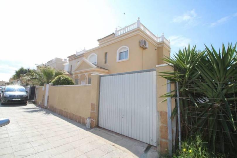 Torrevieja,Alicante,España,4 Bedrooms Bedrooms,2 BathroomsBathrooms,Chalets,19212
