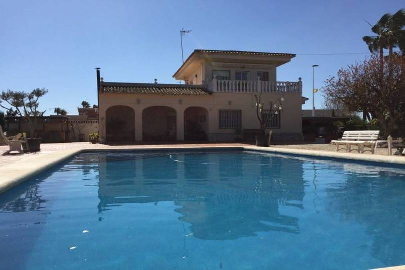 Elche,Alicante,España,5 Bedrooms Bedrooms,3 BathroomsBathrooms,Chalets,19286