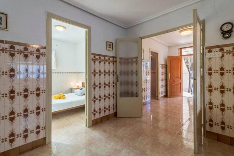 Elche,Alicante,España,5 Bedrooms Bedrooms,2 BathroomsBathrooms,Chalets,19288