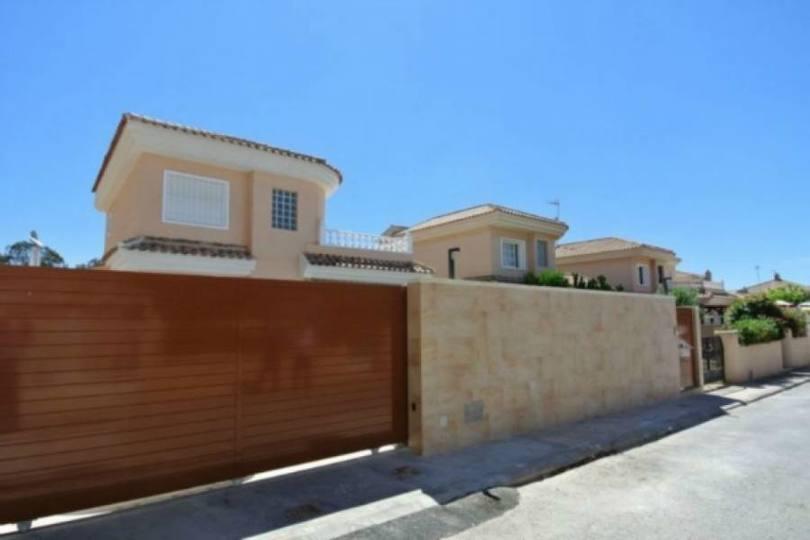 Torrevieja,Alicante,España,3 Bedrooms Bedrooms,2 BathroomsBathrooms,Chalets,19327