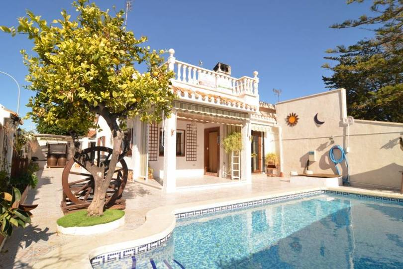 Campoamor,Alicante,España,3 Bedrooms Bedrooms,2 BathroomsBathrooms,Chalets,19334
