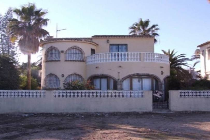 Dénia,Alicante,España,4 Bedrooms Bedrooms,3 BathroomsBathrooms,Chalets,19504
