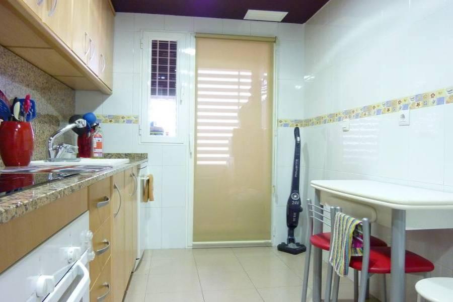 Alicante,Alicante,España,4 Bedrooms Bedrooms,3 BathroomsBathrooms,Pisos tipo duplex,21766