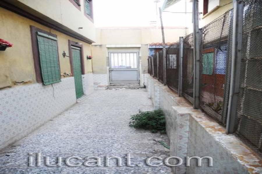 Alicante,Alicante,España,4 Bedrooms Bedrooms,Planta baja,21787