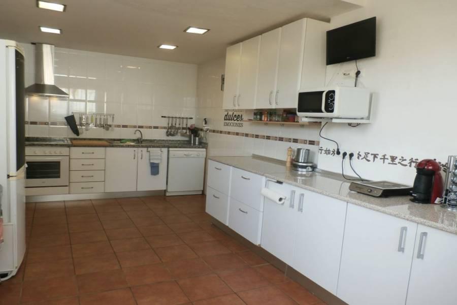 La Nucia,Alicante,España,3 Bedrooms Bedrooms,3 BathroomsBathrooms,Adosada,24274