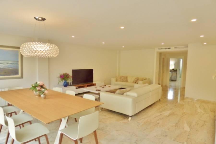 Alicante,Alicante,España,4 Bedrooms Bedrooms,4 BathroomsBathrooms,Adosada,24693