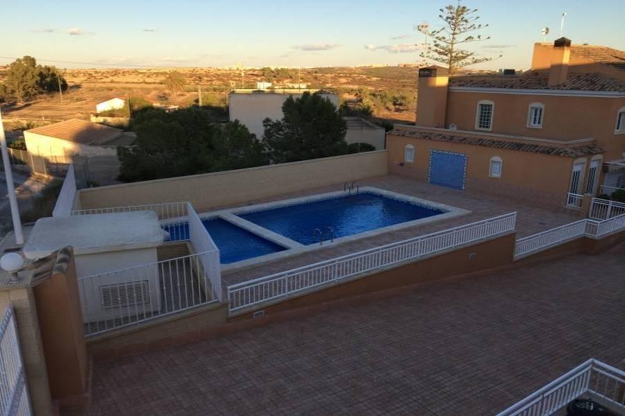 Elche,Alicante,España,3 Bedrooms Bedrooms,2 BathroomsBathrooms,Adosada,24782