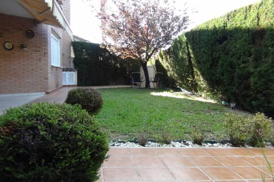 Alicante,Alicante,España,4 Bedrooms Bedrooms,2 BathroomsBathrooms,Adosada,24795