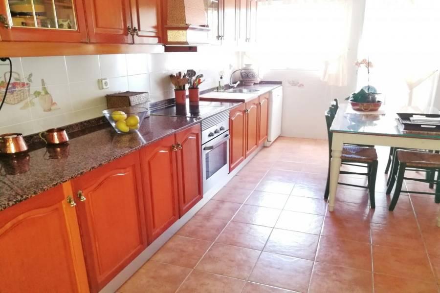 Alicante,Alicante,España,4 Bedrooms Bedrooms,3 BathroomsBathrooms,Pisos tipo duplex,24830