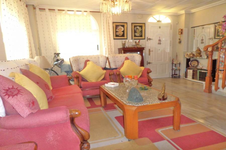 Alicante,Alicante,España,4 Bedrooms Bedrooms,2 BathroomsBathrooms,Adosada,24845