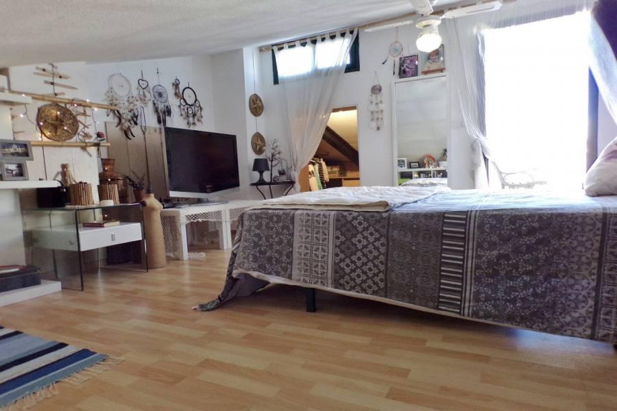 Alicante,Alicante,España,4 Bedrooms Bedrooms,2 BathroomsBathrooms,Bungalow,24859
