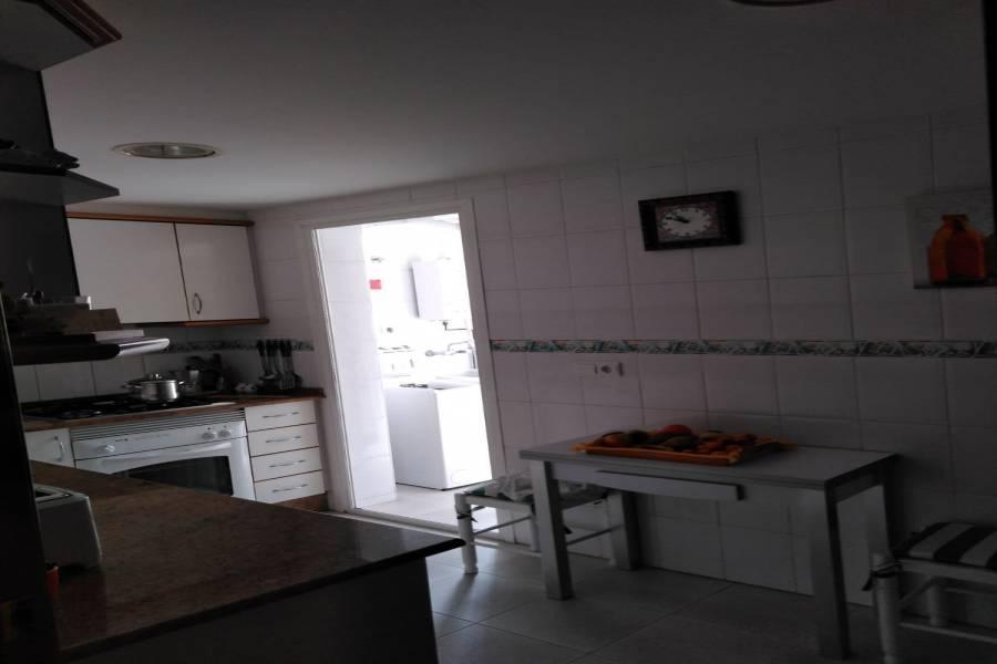 Benidorm, Alicante, España, 4 Bedrooms Bedrooms, ,2 BathroomsBathrooms,Atico,Venta,24874
