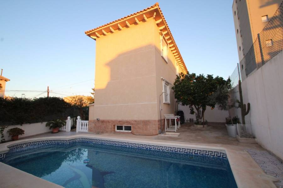 Torrevieja,Alicante,España,5 Bedrooms Bedrooms,2 BathroomsBathrooms,Casas,24905