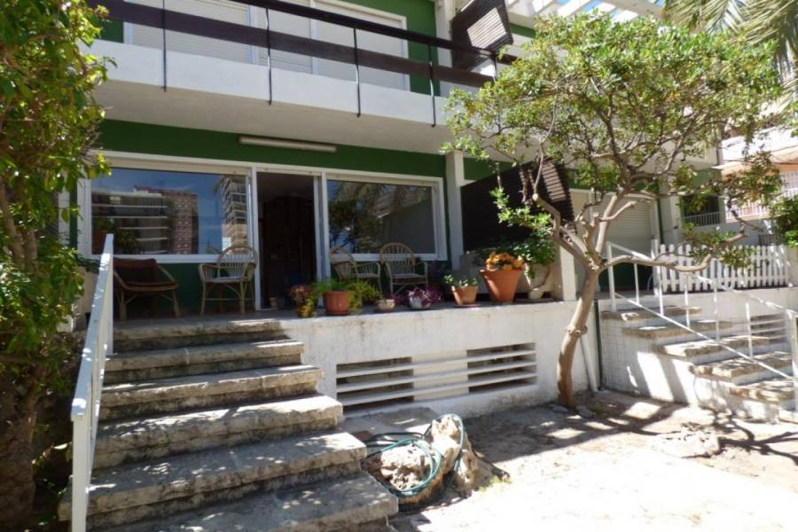 Alicante,Alicante,España,3 Bedrooms Bedrooms,2 BathroomsBathrooms,Adosada,24979